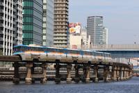 モノレール 京浜運河に沿って走る東京モノレール