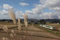 稲刈りの終わった田園風景 米坂線