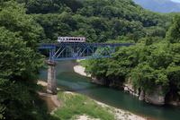 新緑の会津鉄道