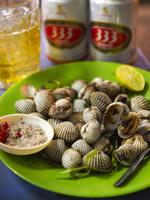 ベトナム 貝料理 333ビール 02775000051| 写真素材・ストックフォト・画像・イラスト素材|アマナイメージズ