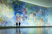 電気の妖精と見物客の対比 パリ市立近代美術館