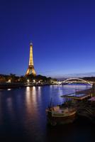 セーヌ川とエッフェル塔の夕景