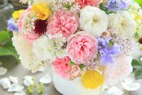 バラと春の草花