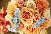 オレンジバラとブルースターのブーケ