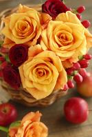 バラと赤い実