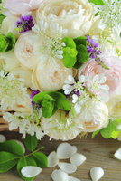 バラとオルレアのミニブーケ