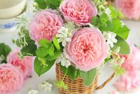 テーブルの上に飾ったバラ
