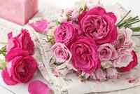 ピンクバラの小さなブーケ