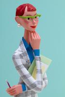 書類を抱えて思考するメガネをかけたビジネスウーマン(色背景)