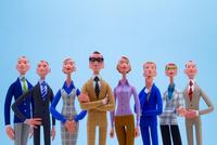 空を仰ぐ8人のビジネスパーソン