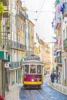 リスボン市内を走る路面電車2