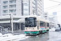 雪の中を走る路面電車(富山地方鉄道)1
