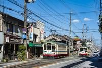 古い街並みと路面電車(とさでん交通)