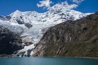 ワスカラン国立公園のワンツァン峰とラフコルタ湖