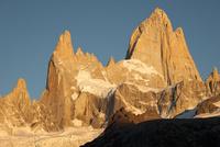 パタゴニアの名峰フィッツロイの朝日 02798000460| 写真素材・ストックフォト・画像・イラスト素材|アマナイメージズ