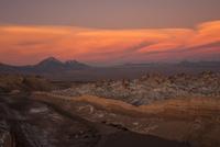 アタカマ高地・月の谷の夕焼け 02798000465| 写真素材・ストックフォト・画像・イラスト素材|アマナイメージズ