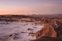 アタカマ高地・月の谷の夕焼け 02798000466| 写真素材・ストックフォト・画像・イラスト素材|アマナイメージズ