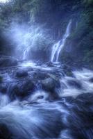 幻想的な吐竜の滝 02822000066| 写真素材・ストックフォト・画像・イラスト素材|アマナイメージズ
