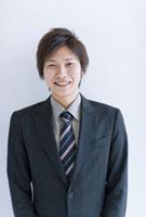 笑顔のビジネスマン 07000000144| 写真素材・ストックフォト・画像・イラスト素材|アマナイメージズ