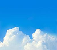 夏の青空に浮かぶ入道雲