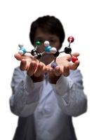 手に乗せている分子モデル