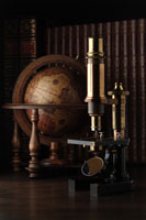 地球儀と顕微鏡