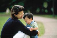 母親と子供 07092000228| 写真素材・ストックフォト・画像・イラスト素材|アマナイメージズ