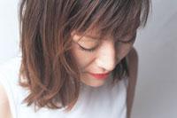 女性アップ 07092000891| 写真素材・ストックフォト・画像・イラスト素材|アマナイメージズ