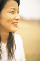 女性横顔アップ 07092001317| 写真素材・ストックフォト・画像・イラスト素材|アマナイメージズ
