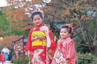 七五三和装の女の子2人
