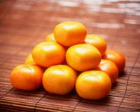 積み上げた柿