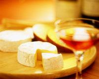 お酒とカマンベールチーズ