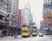 香港の銅鑼湾付近を走る二階建てトラム