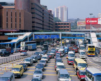 康荘道の渋滞 20005004493| 写真素材・ストックフォト・画像・イラスト素材|アマナイメージズ
