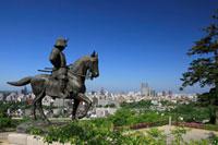 伊達政宗騎馬像と仙台市全景 宮城県