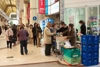 東日本大震災 店頭販売する店 アーケード街