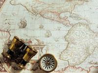 古い世界地図と双眼鏡とコンパス 20007007140| 写真素材・ストックフォト・画像・イラスト素材|アマナイメージズ