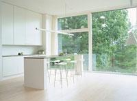 キッチンカウンターのある室内風景