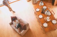 ダイニングテーブルとカップル 20010000688| 写真素材・ストックフォト・画像・イラスト素材|アマナイメージズ