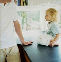 外国人の子供とお父さん