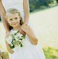 花嫁とゲストの少女