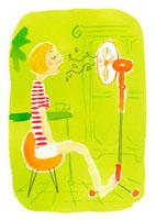 扇風機の前に座る女性