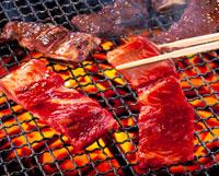 焼肉(骨付きカルビ) 20013003428| 写真素材・ストックフォト・画像・イラスト素材|アマナイメージズ