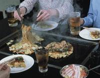 お好み焼き 20013013664| 写真素材・ストックフォト・画像・イラスト素材|アマナイメージズ