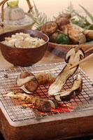 焼き松茸 20013014677| 写真素材・ストックフォト・画像・イラスト素材|アマナイメージズ