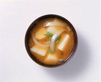 じゃがいもと玉ねぎの味噌汁