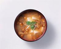 なめこ汁 20013015947  写真素材・ストックフォト・画像・イラスト素材 アマナイメージズ