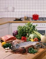 肉と魚介と野菜 20013023524| 写真素材・ストックフォト・画像・イラスト素材|アマナイメージズ