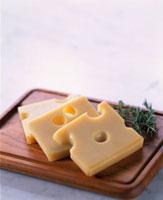エメンタールチーズ 20013023568| 写真素材・ストックフォト・画像・イラスト素材|アマナイメージズ