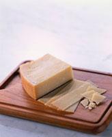パルメザンチーズ(パルメジャーノ・レジャーノ) 20013023569| 写真素材・ストックフォト・画像・イラスト素材|アマナイメージズ